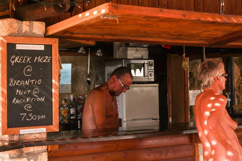 Vassaliki-Naturist-Club-Naturist-pool-bar.jpg -